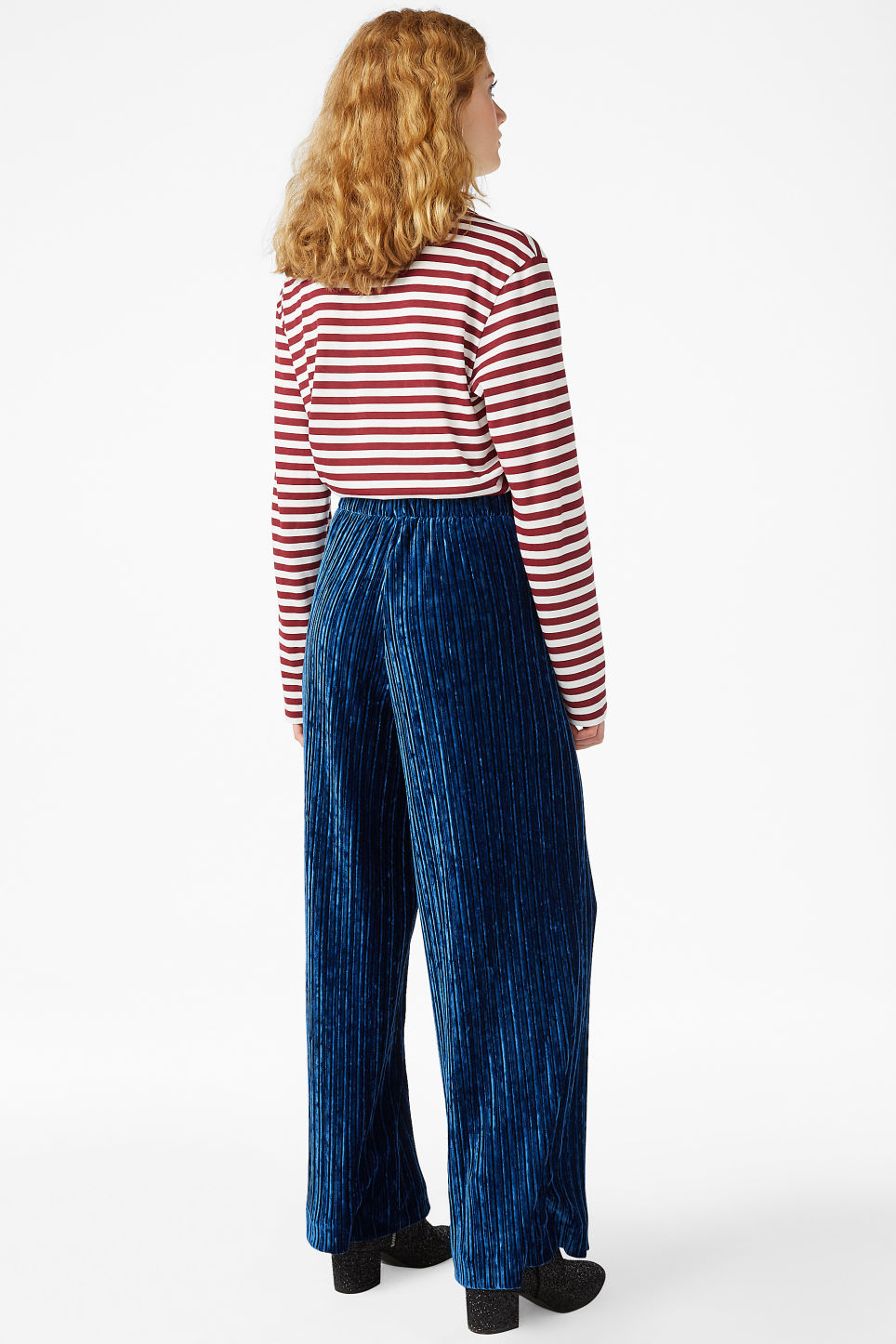 Model back image of Monki velvet pleated trousers in blue