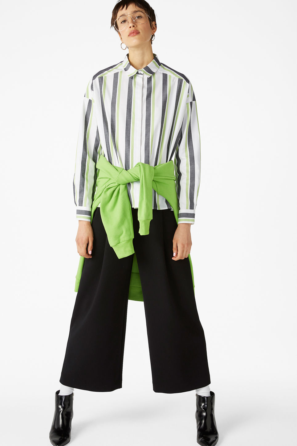 Model front image of Monki hidden button cotton blouse in green