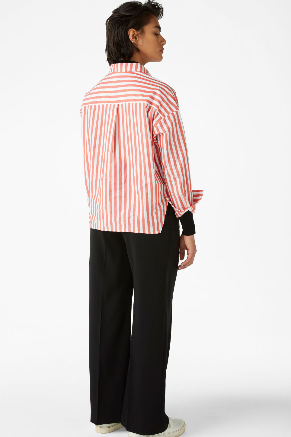 Model back image of Monki hidden button cotton blouse in red