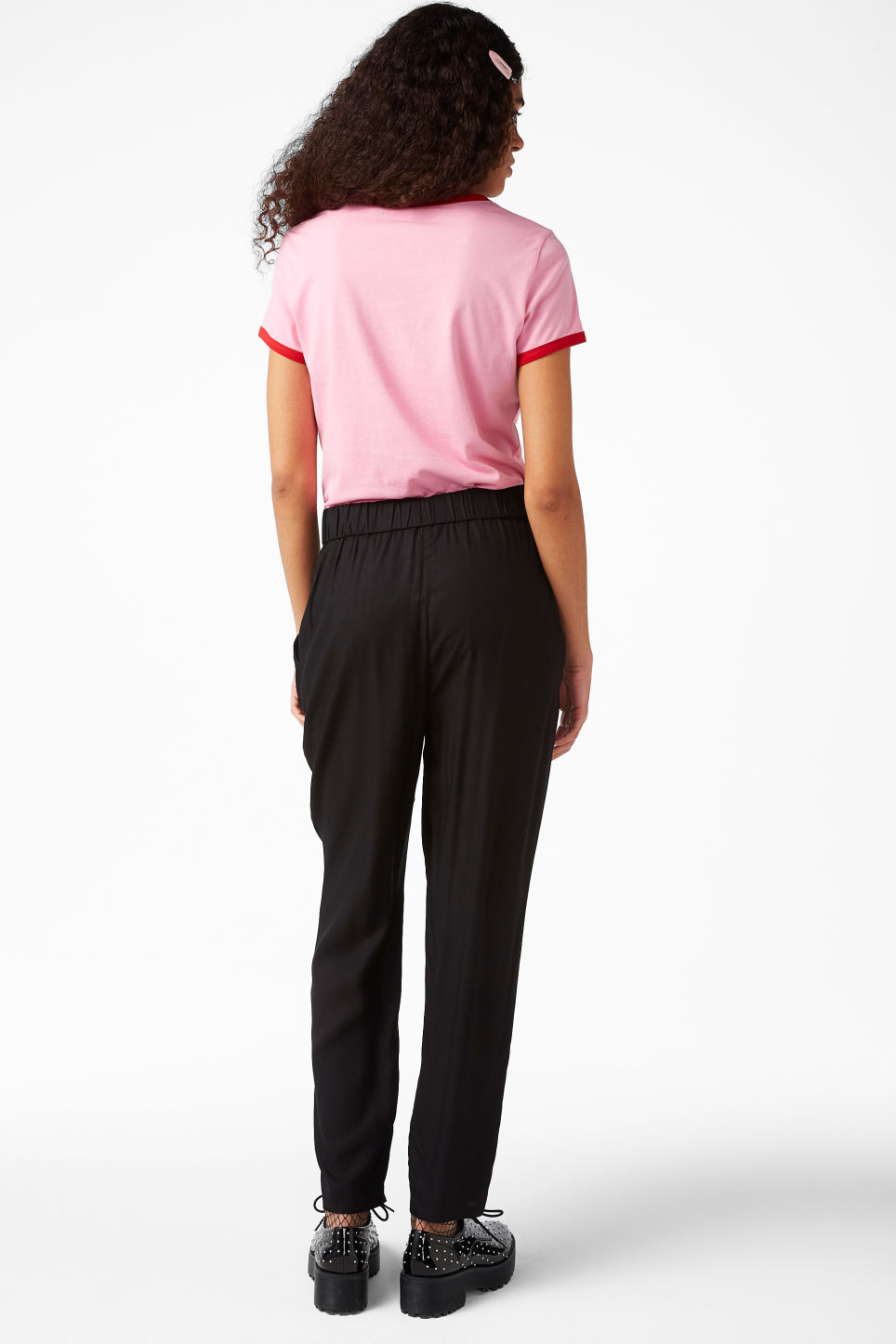 Model back image of Monki tapered trousers in black