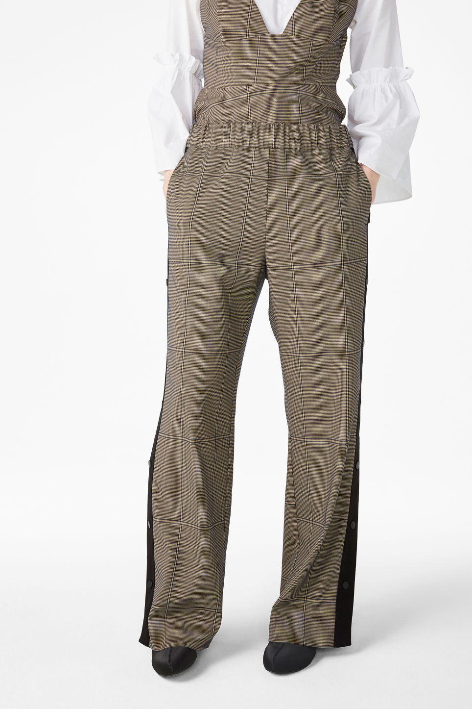 Model front image of Monki wide leg button pants in beige