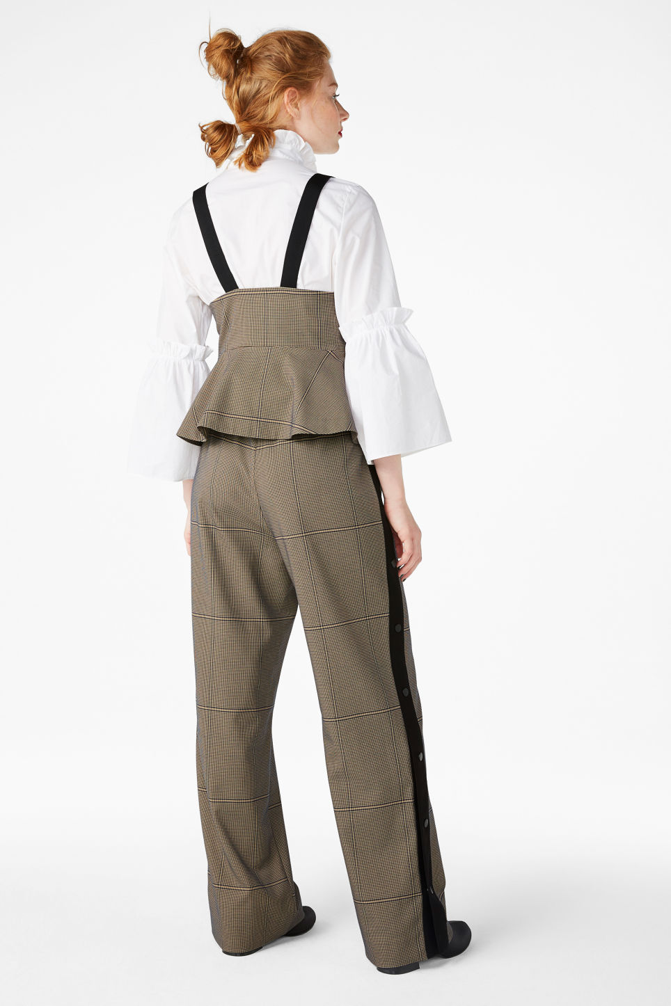 Model back image of Monki wide leg button pants in beige