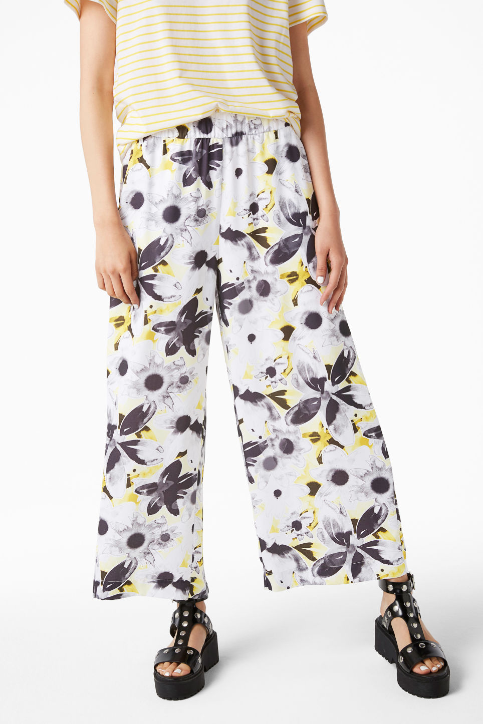 Model front image of Monki wide swing trousers in white