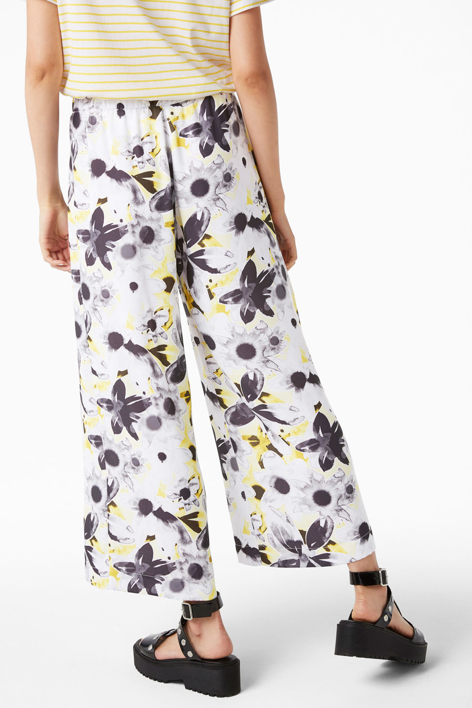 Model back image of Monki wide swing trousers in white