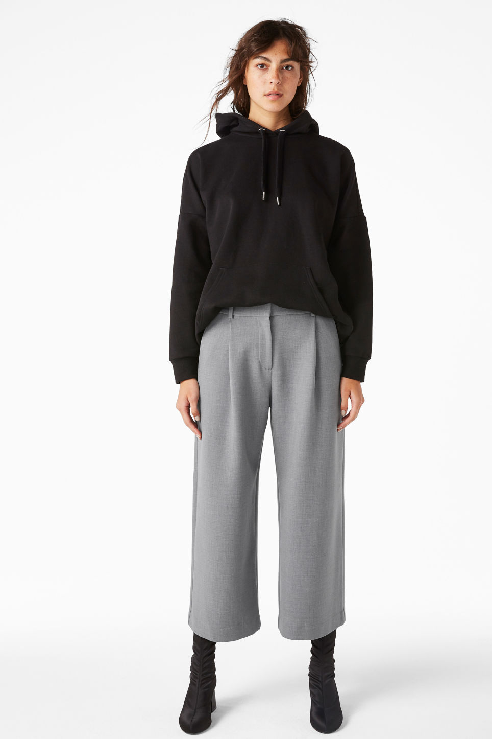 Model front image of Monki wide leg trousers in grey