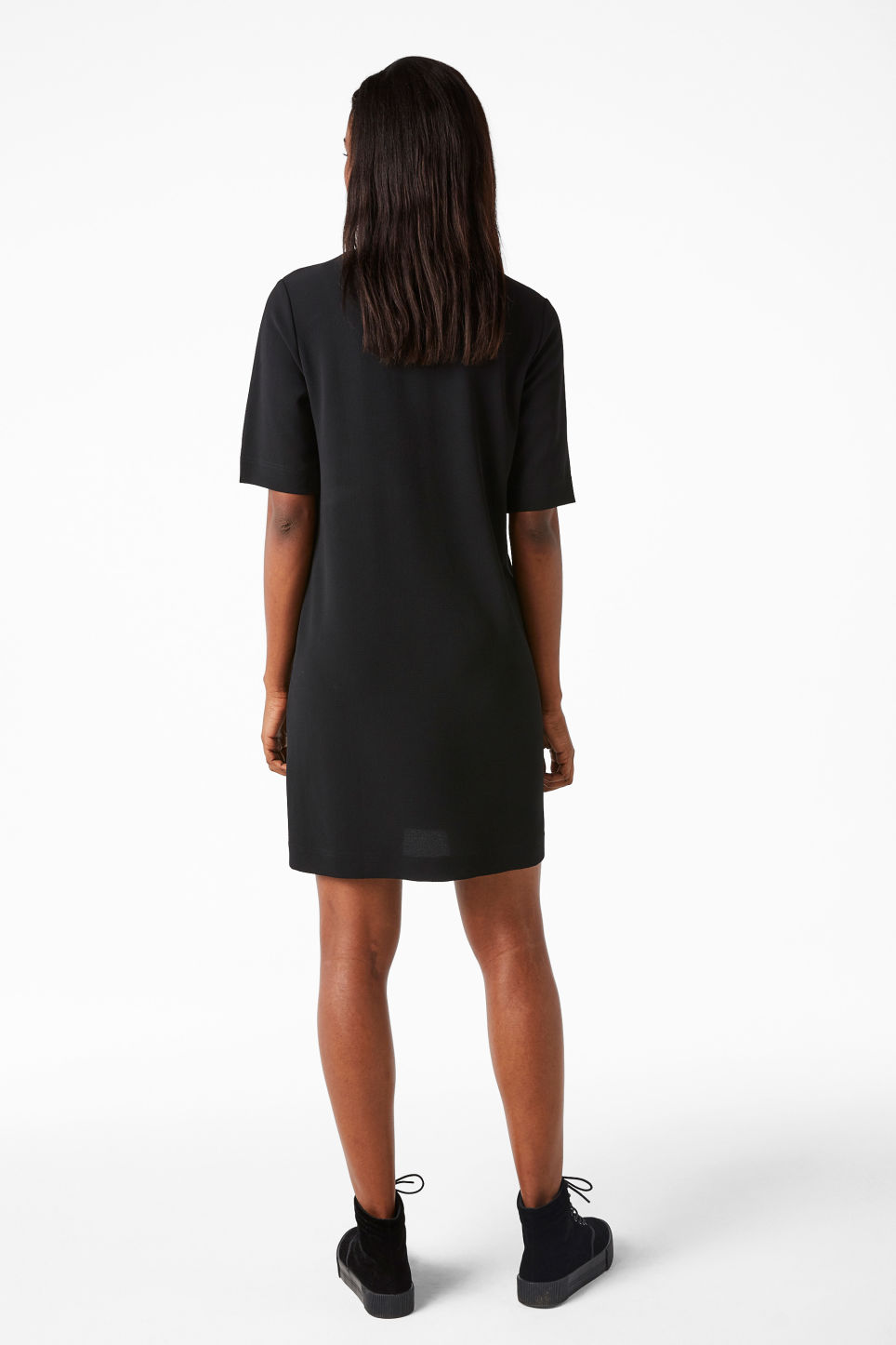 Model back image of Monki classic stretch dress in black