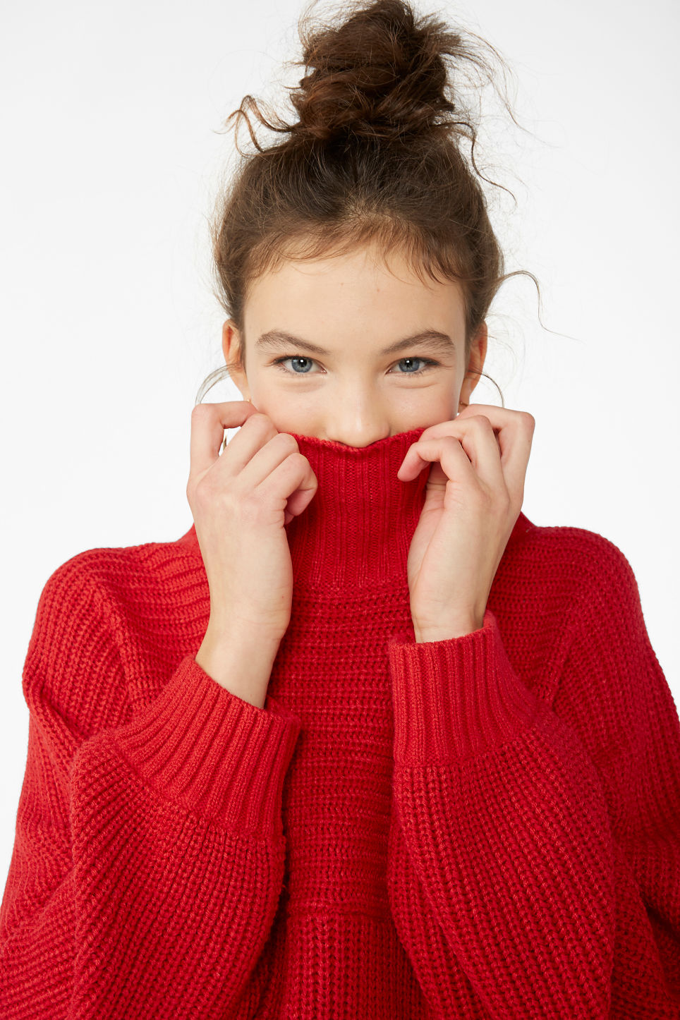 Model front image of Monki chunky knit sweater in red
