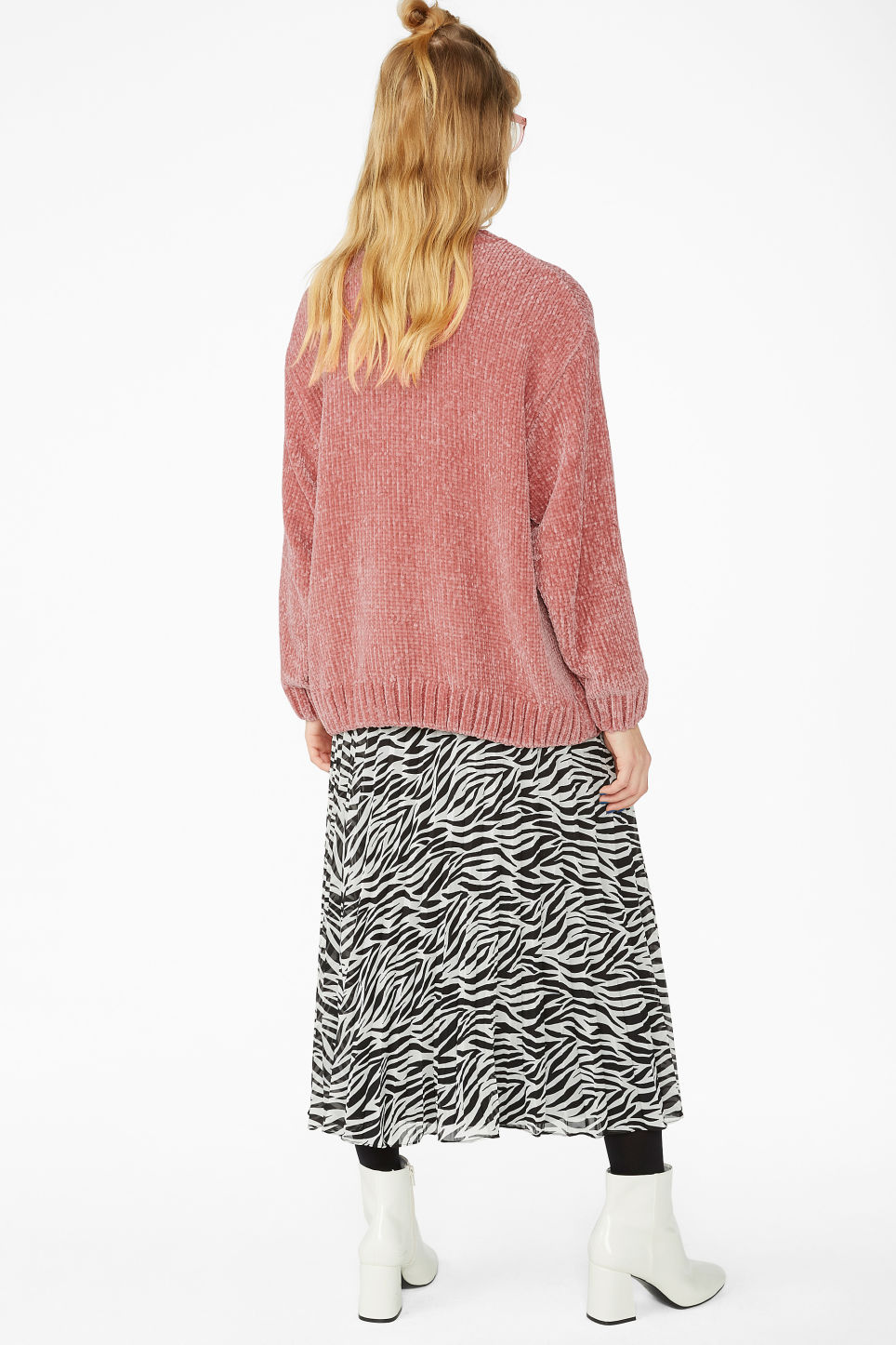 Model back image of Monki velvety knit sweater in pink