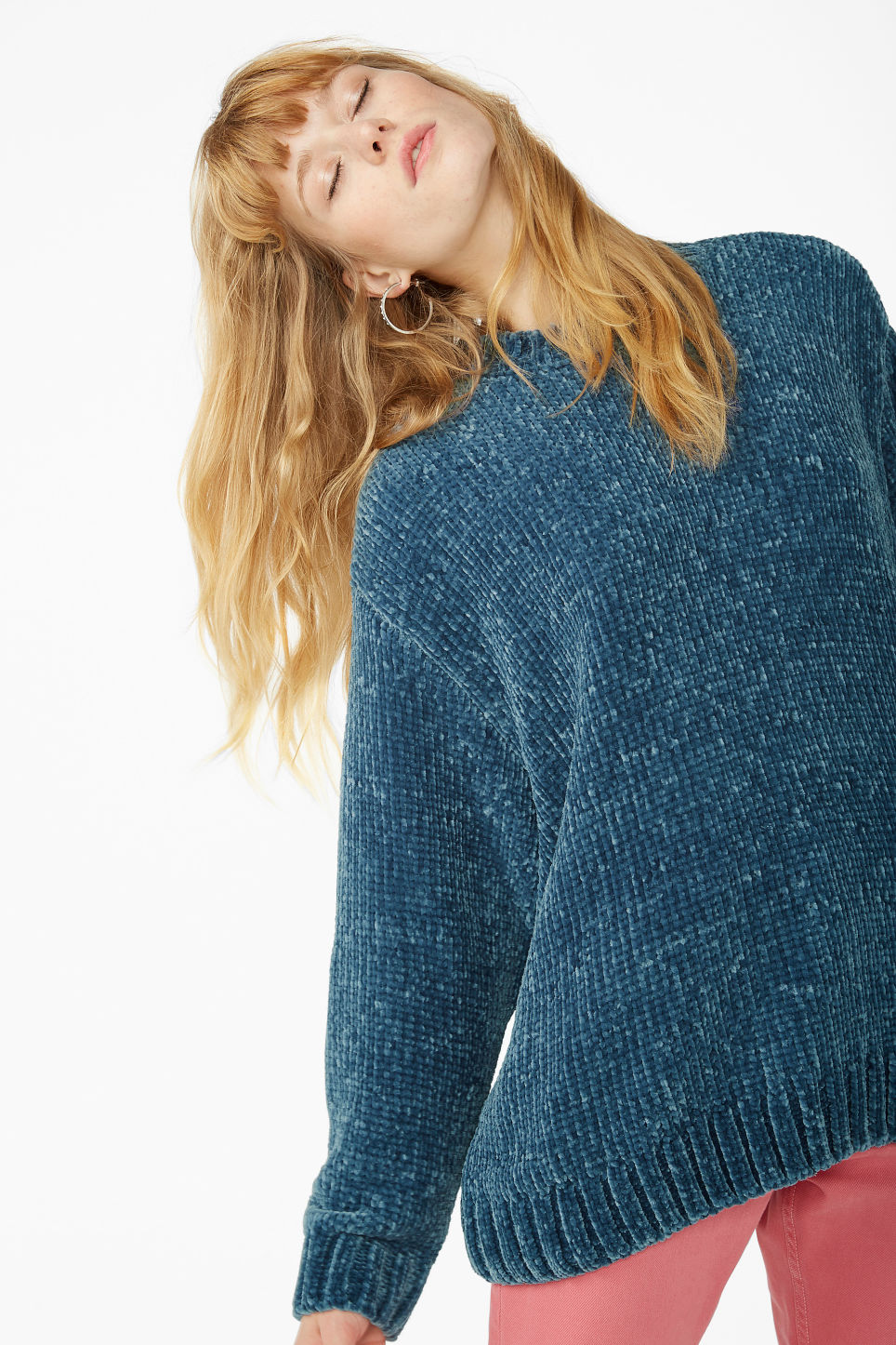 Model front image of Monki velvety knit sweater in blue
