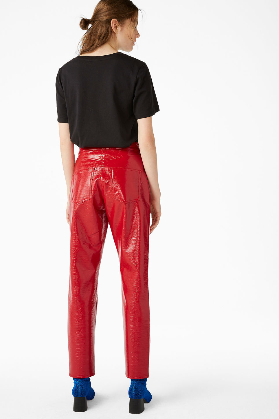 Model back image of Monki patent trousers in red