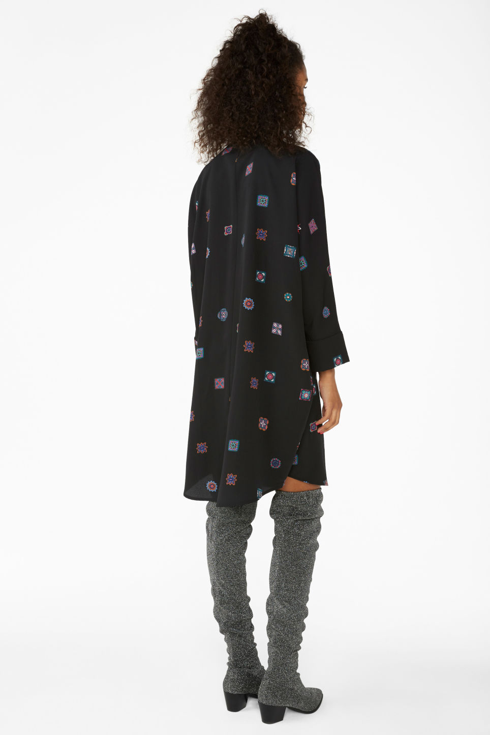 Model back image of Monki oversized shirt dress in black