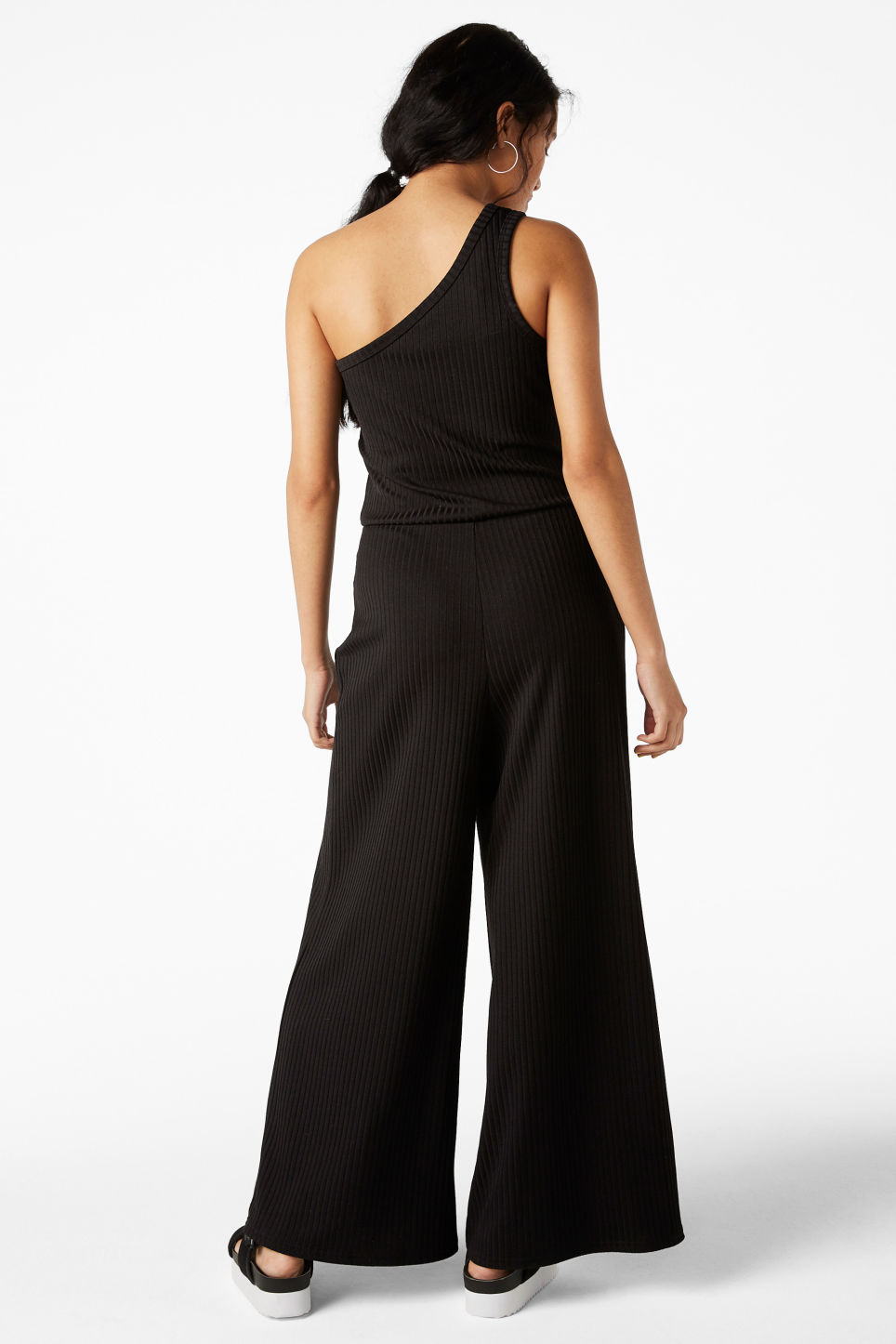 Model back image of Monki one-shoulder ribbed jumpsuit in black