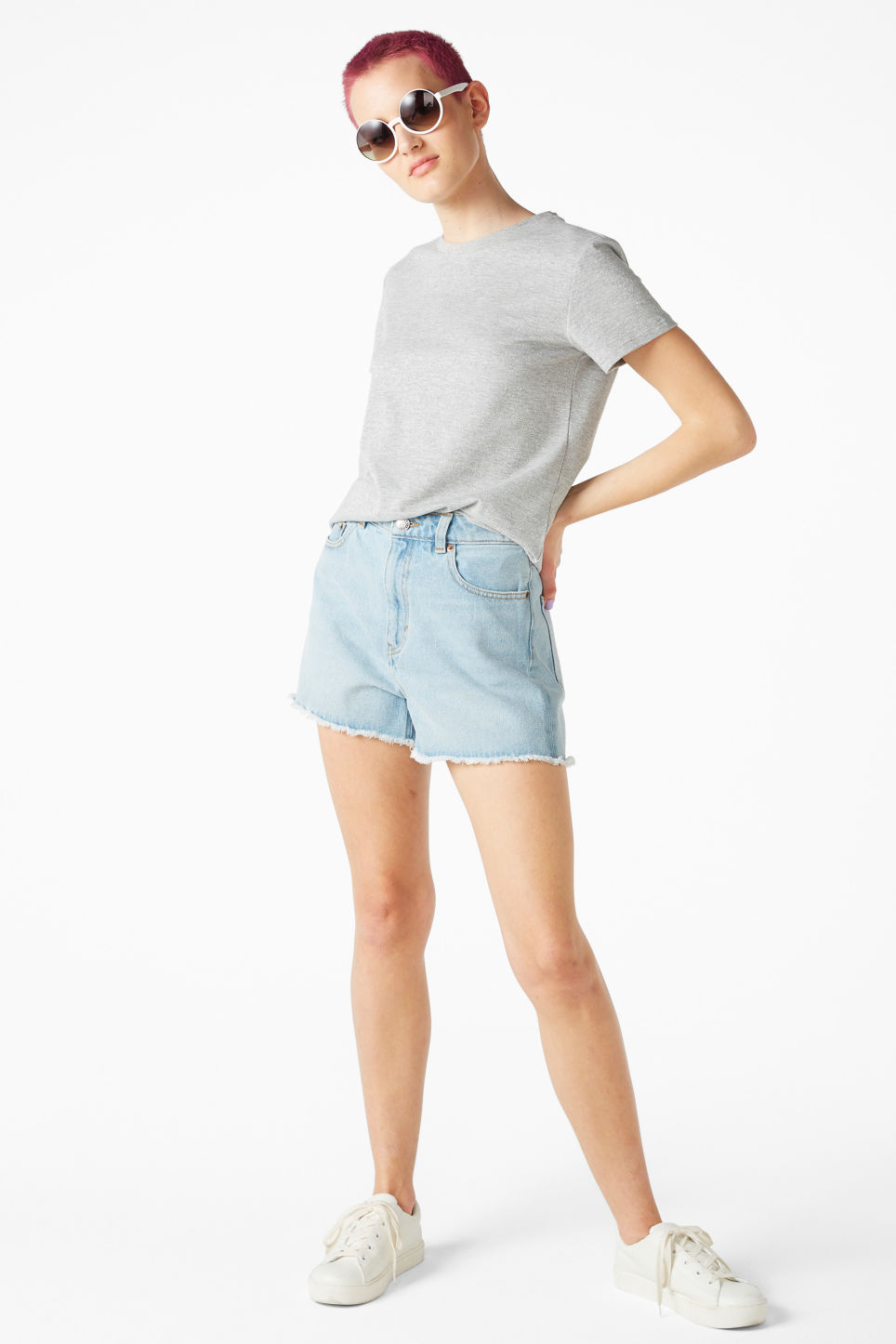 Model front image of Monki glitter cotton tee in grey