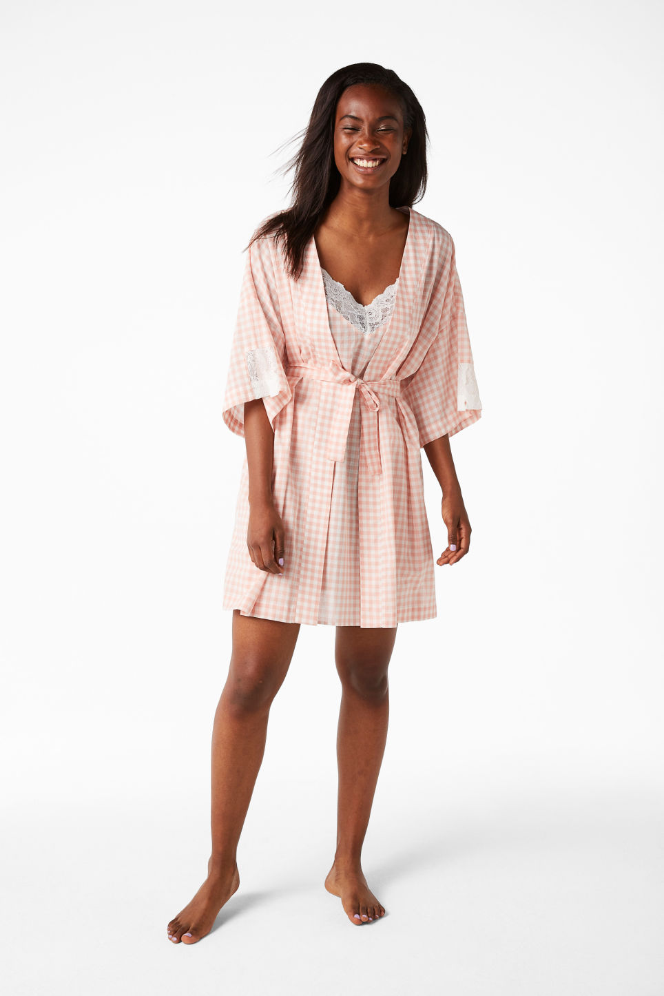 Model front image of Monki checkered kimono in pink