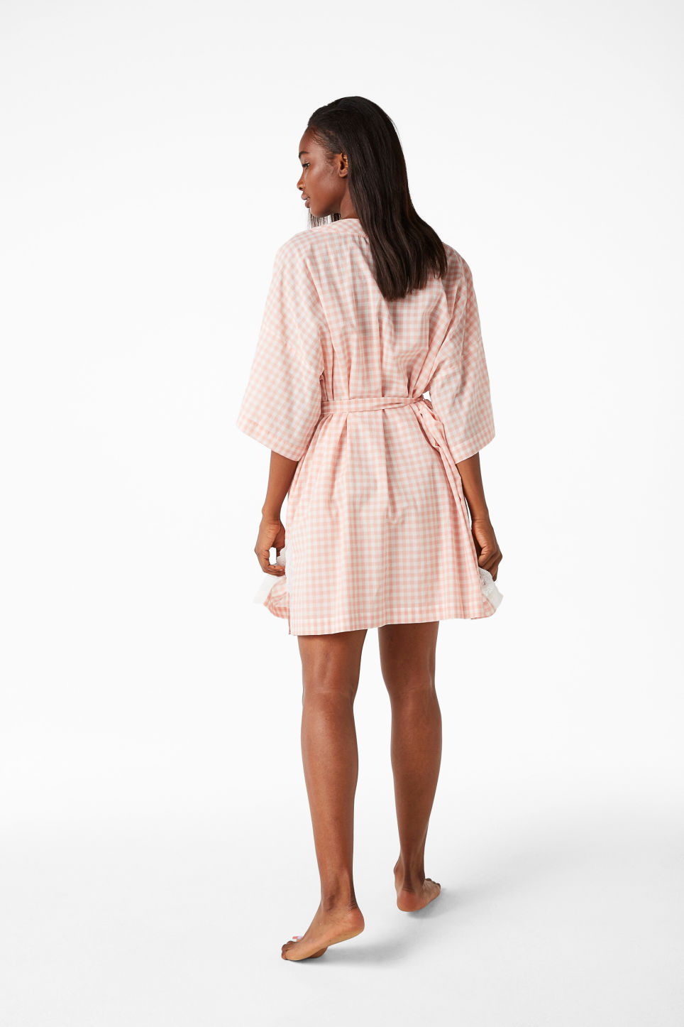 Model side image of Monki checkered kimono in pink