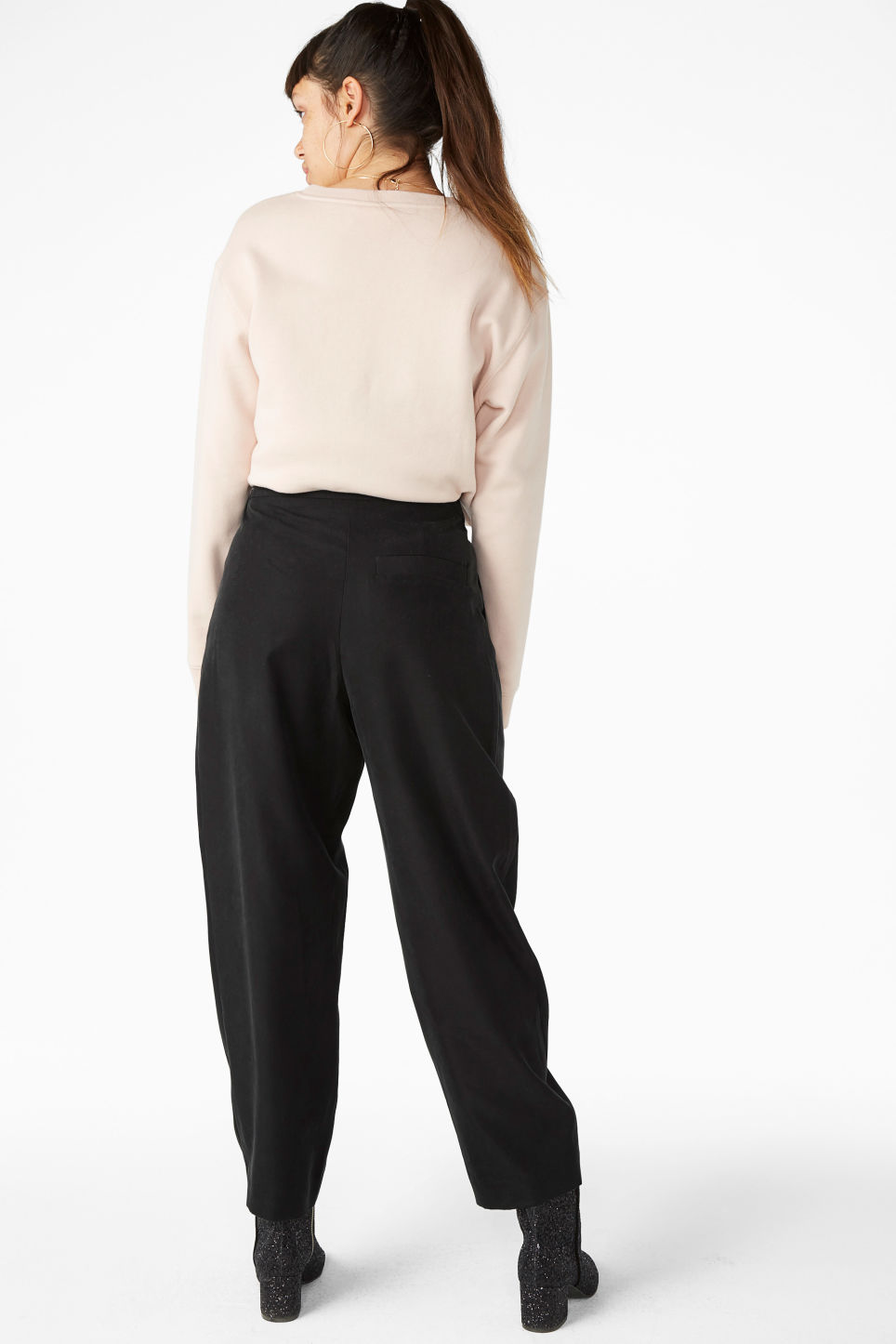 Model back image of Monki high waisted trousers in black