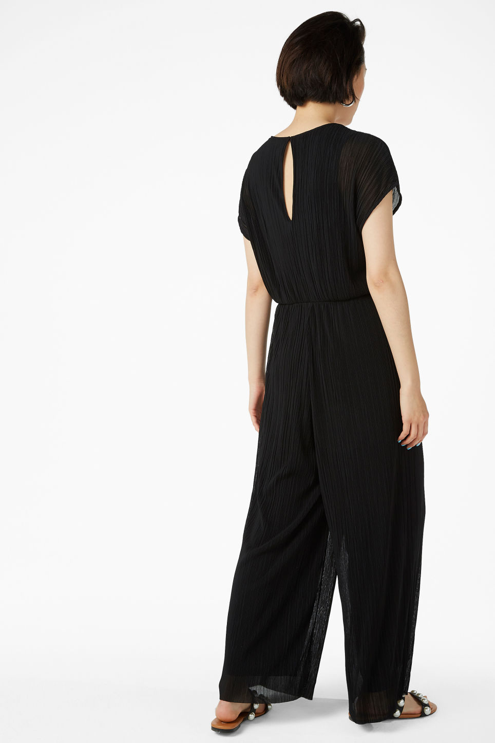 Model back image of Monki pleated jumpsuit in black
