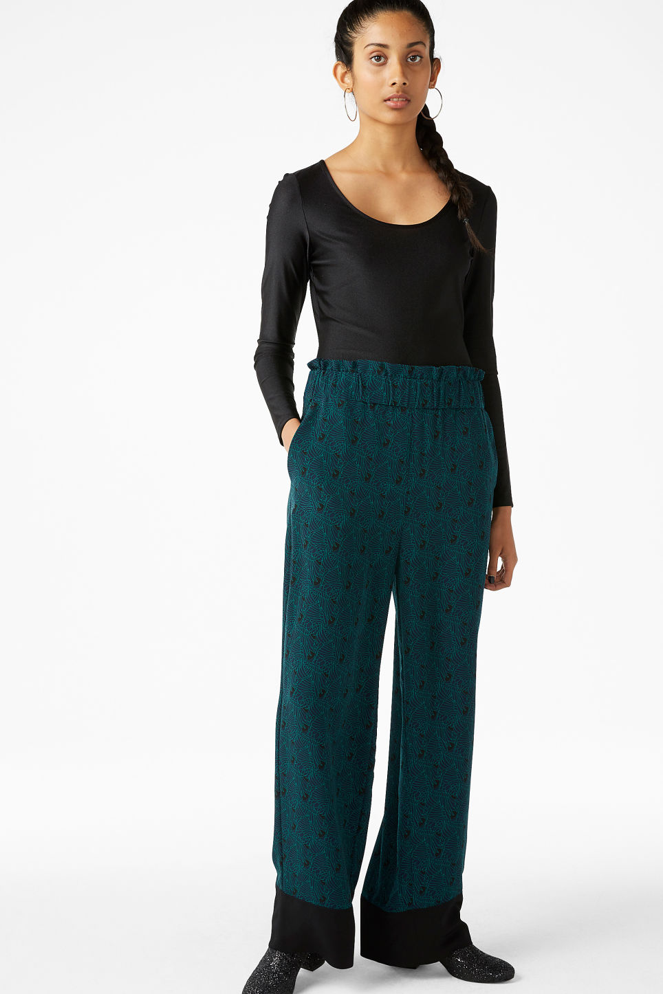 Model front image of Monki pyjama suit trousers in blue