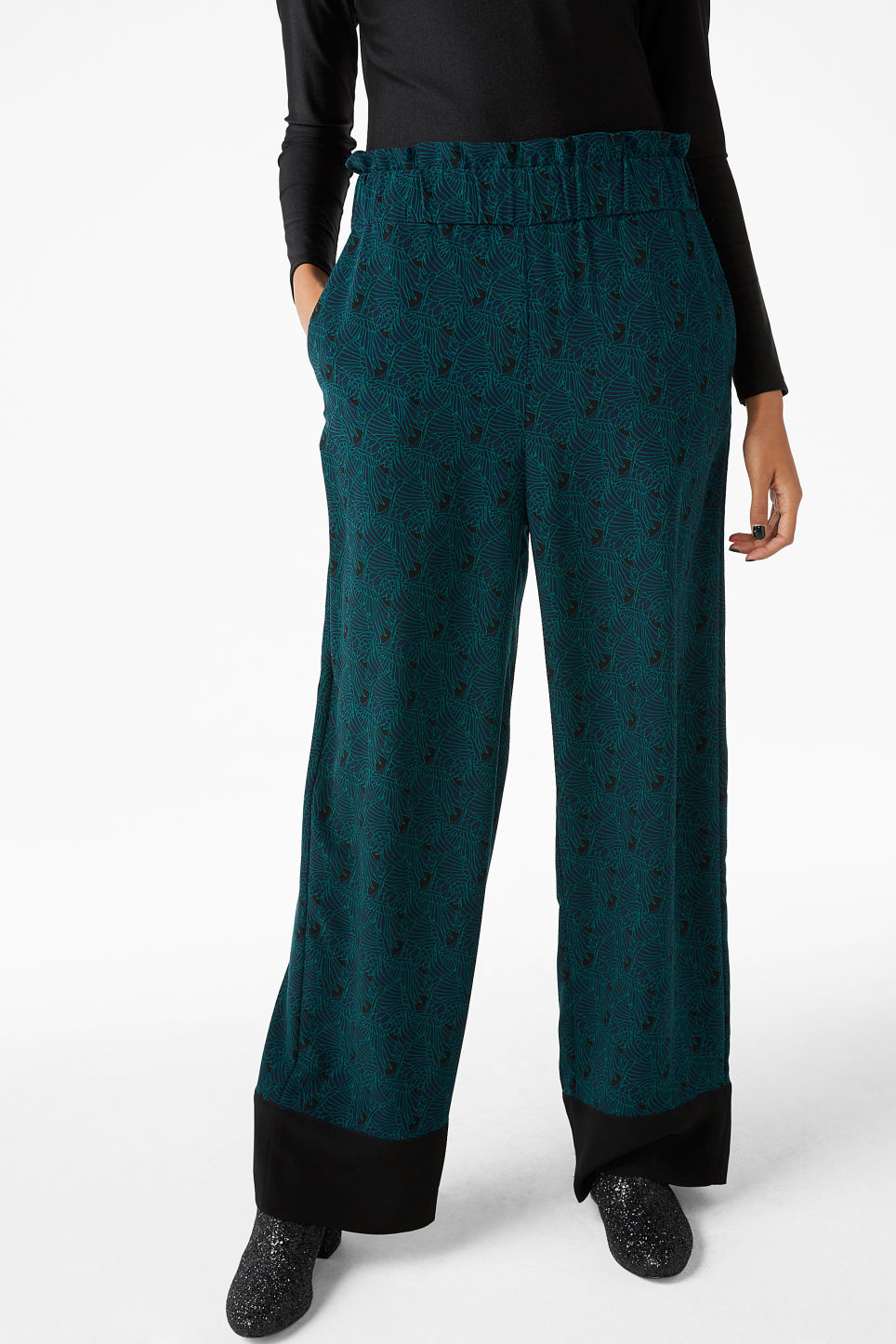 Model back image of Monki pyjama suit trousers in blue