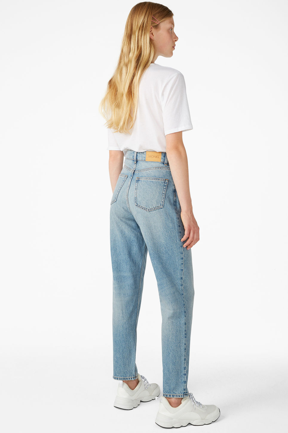 Model back image of Monki taiki blue x-long jeans in blue
