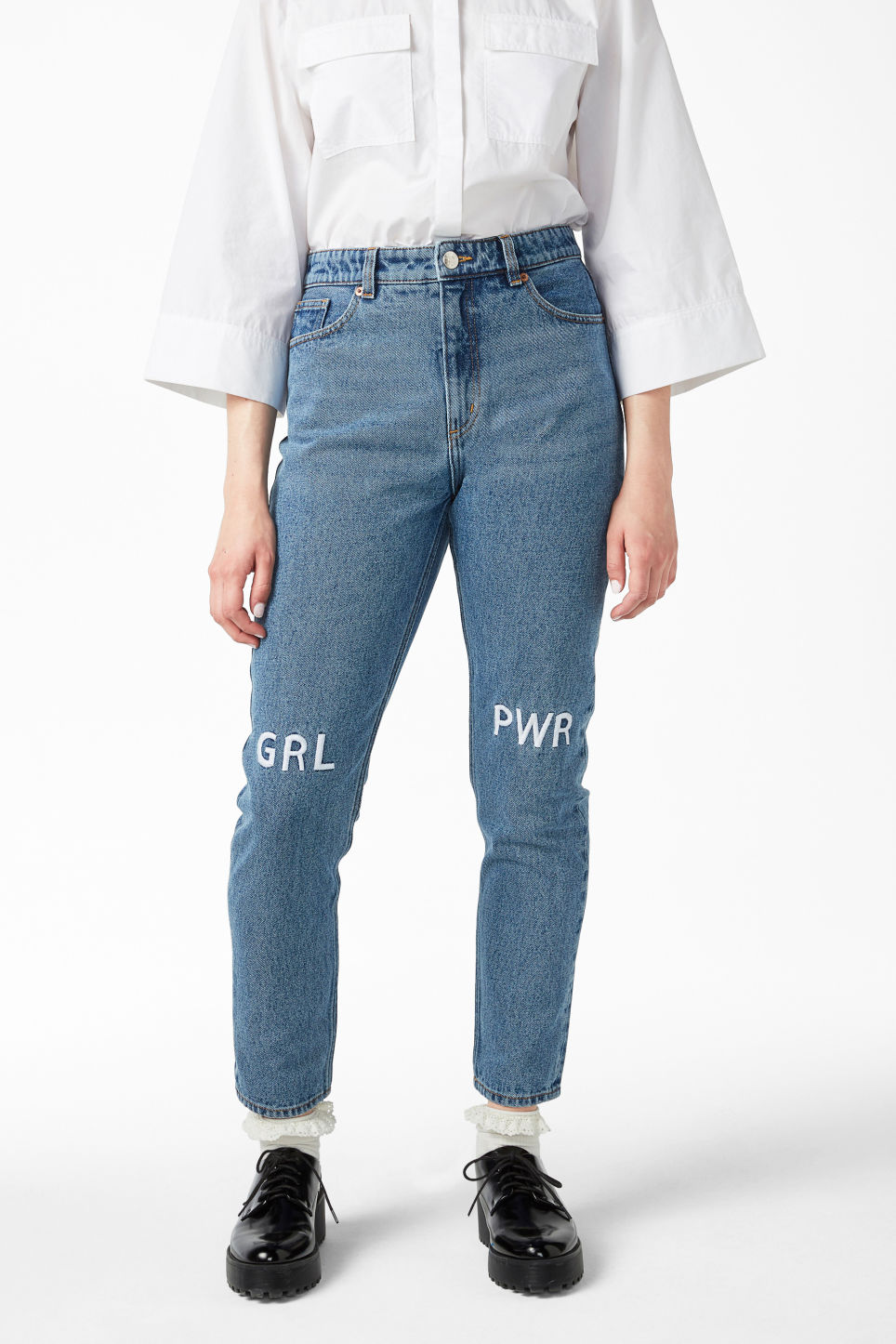 Model side image of Monki kimomo statement jeans in blue