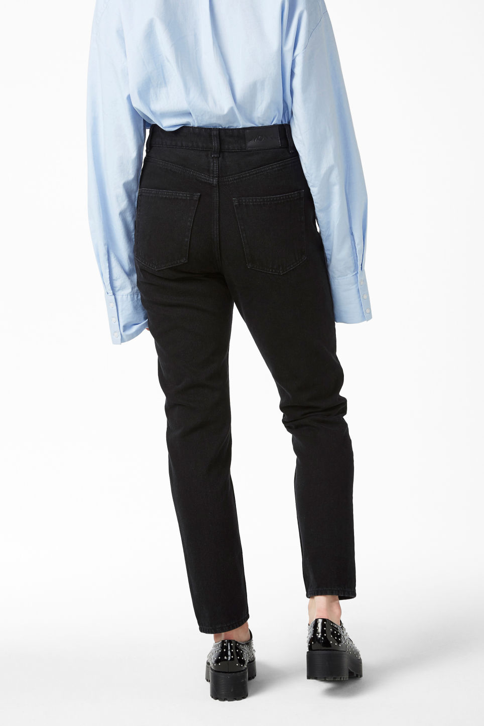 Model back image of Monki kimomo statement jeans in black