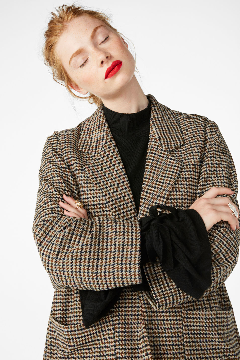 Model front image of Monki long blazer in yellow