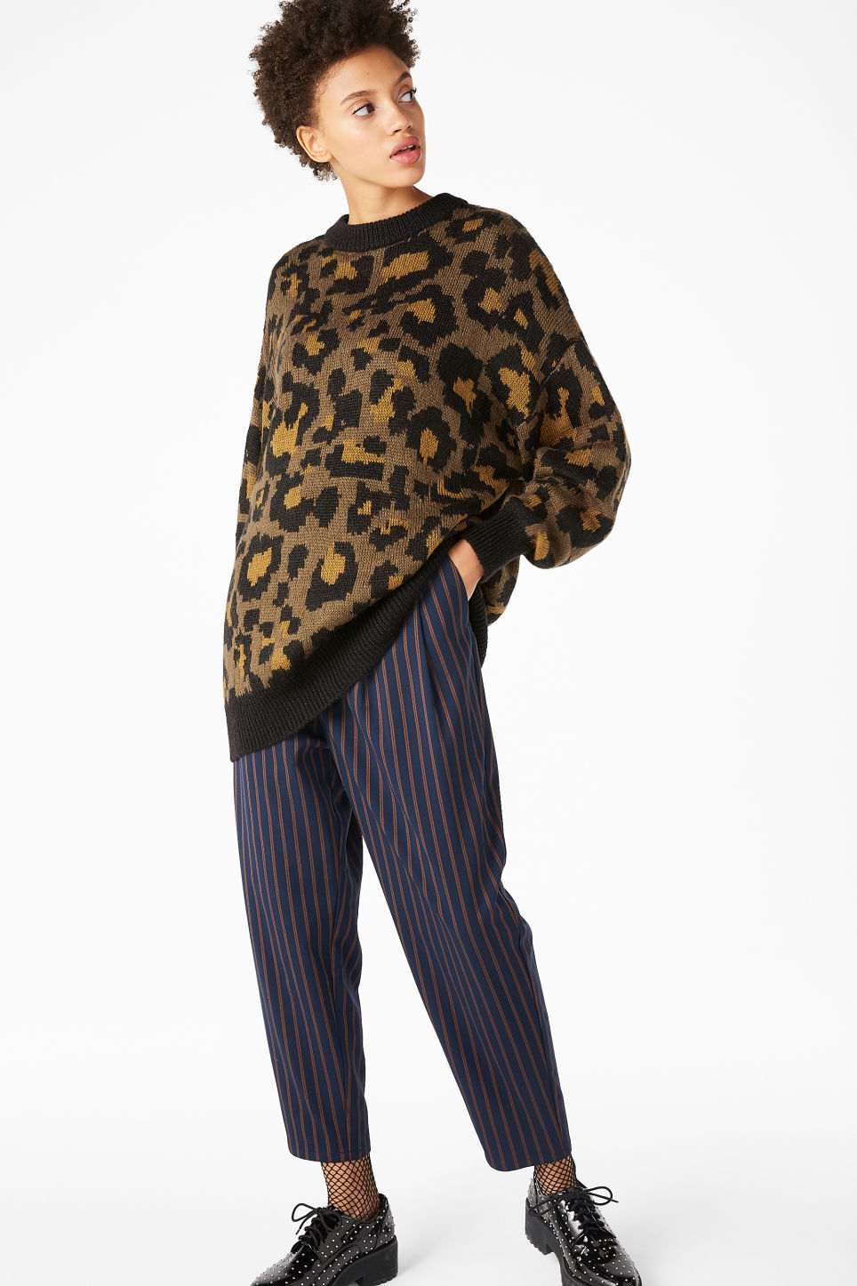 Model front image of Monki leopard knit sweater in beige