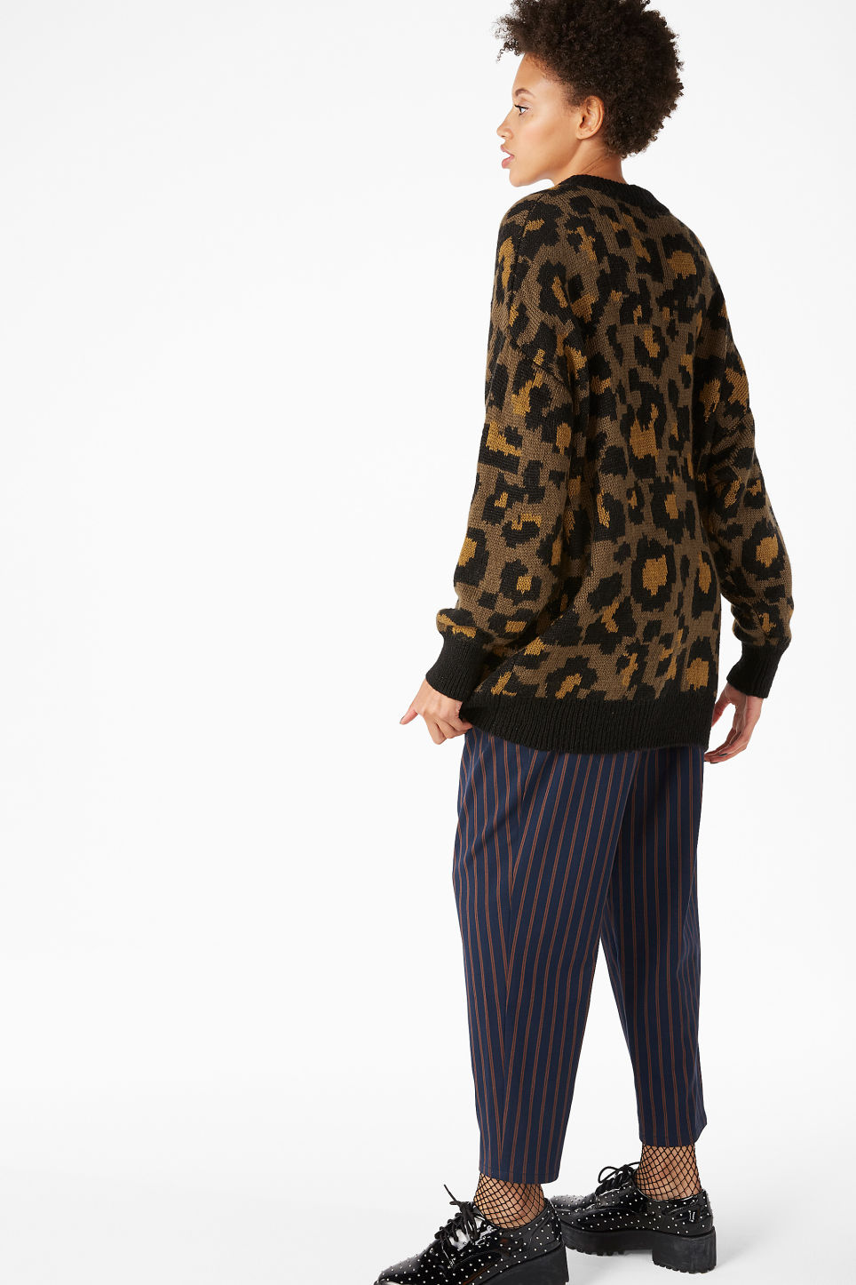 Model back image of Monki leopard knit sweater in beige