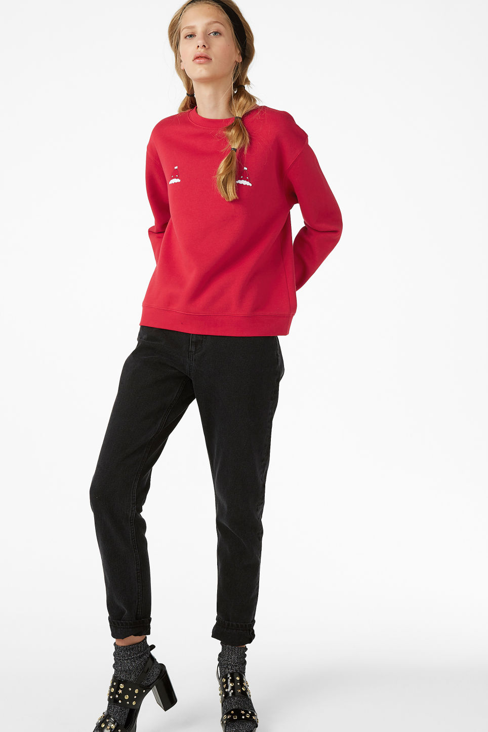 Model front image of Monki soft sweat  in red