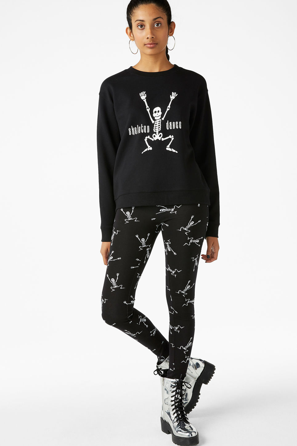 Model front image of Monki soft sweat  in black