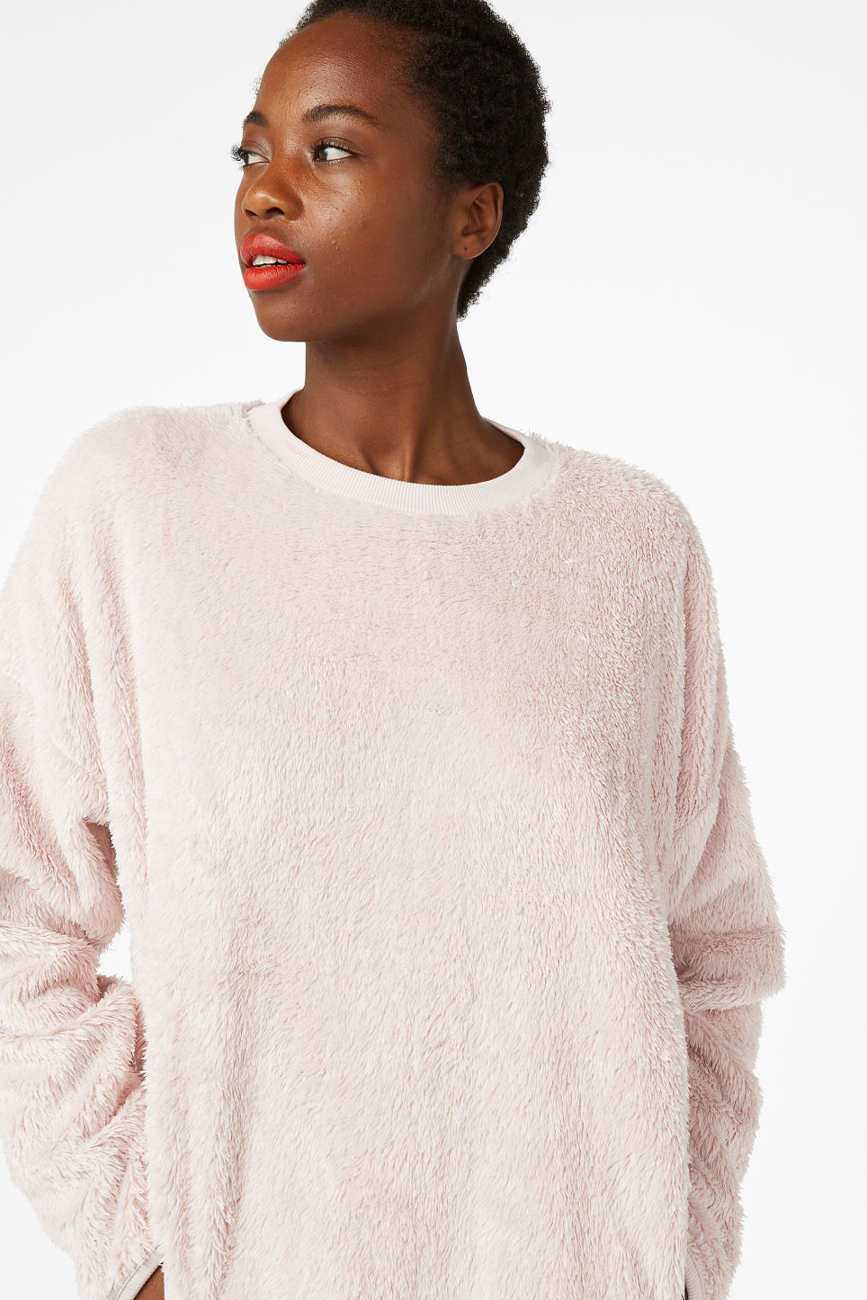 Model front image of Monki fluffy sweater in pink