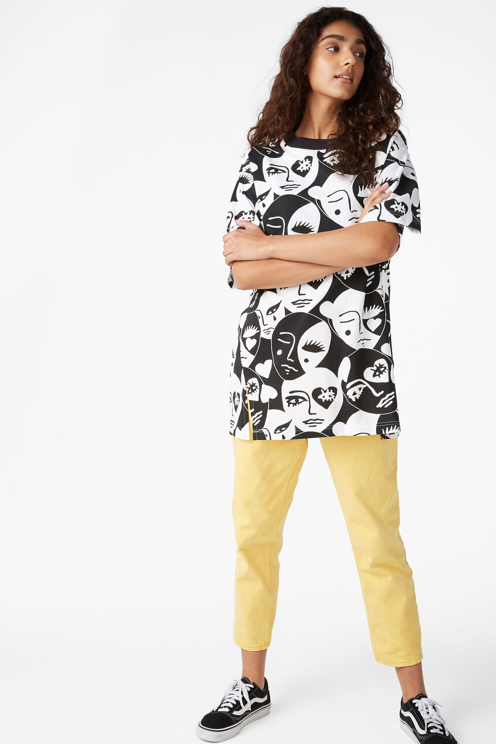 Model front image of Monki oversized cotton tee in black