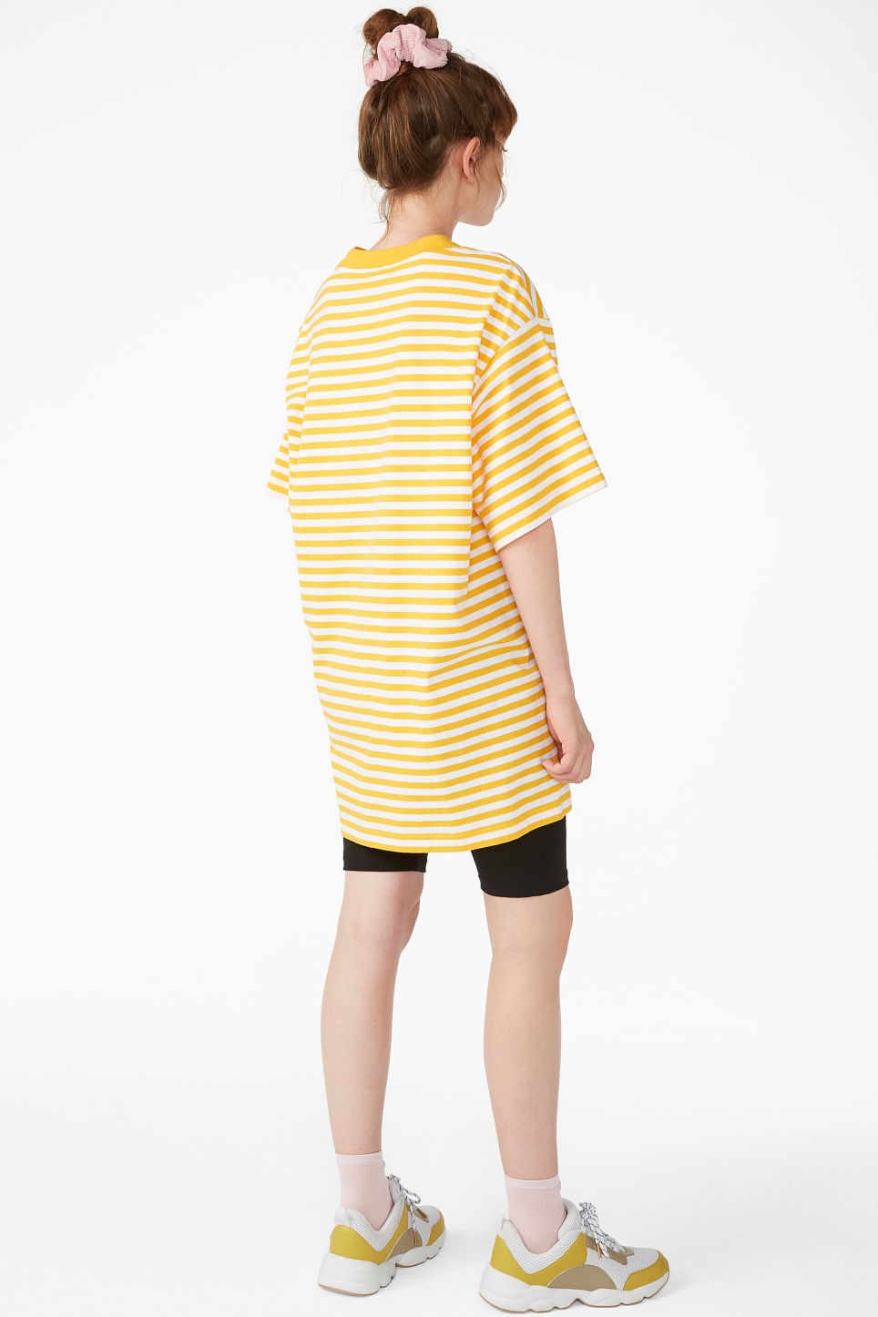 Model back image of Monki oversized cotton tee in yellow