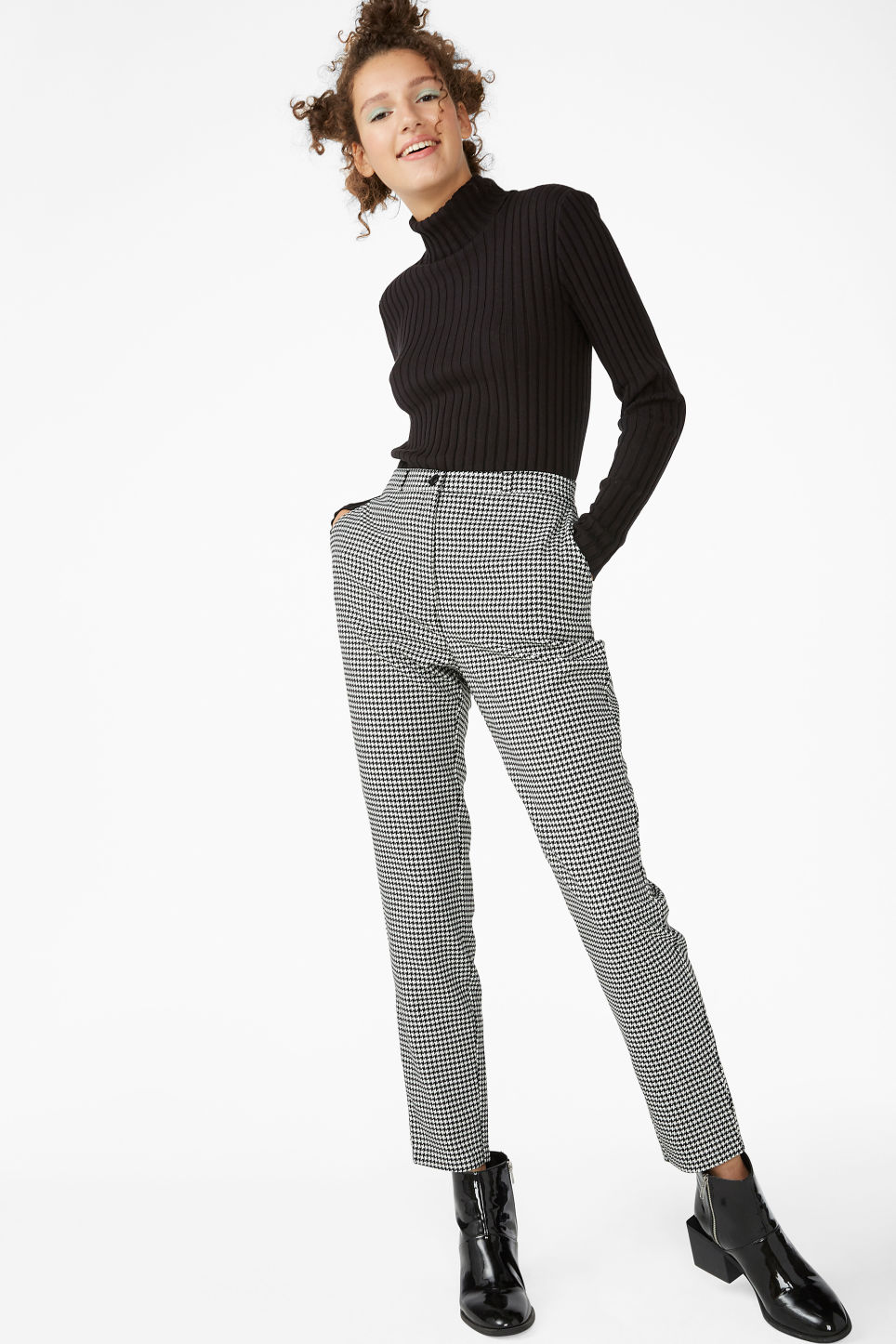 Model front image of Monki dressy tapered trousers in white