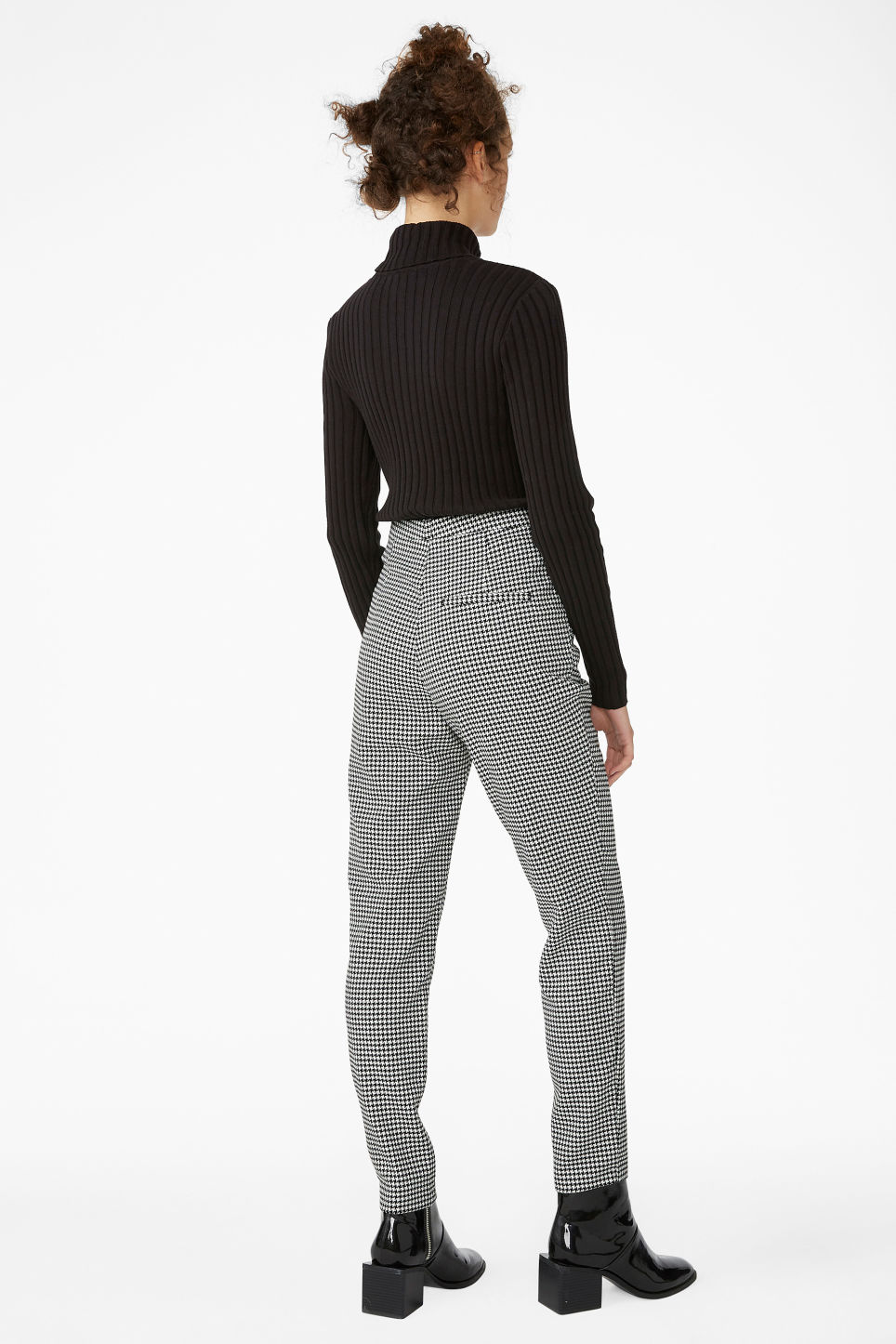 Model back image of Monki dressy tapered trousers in white