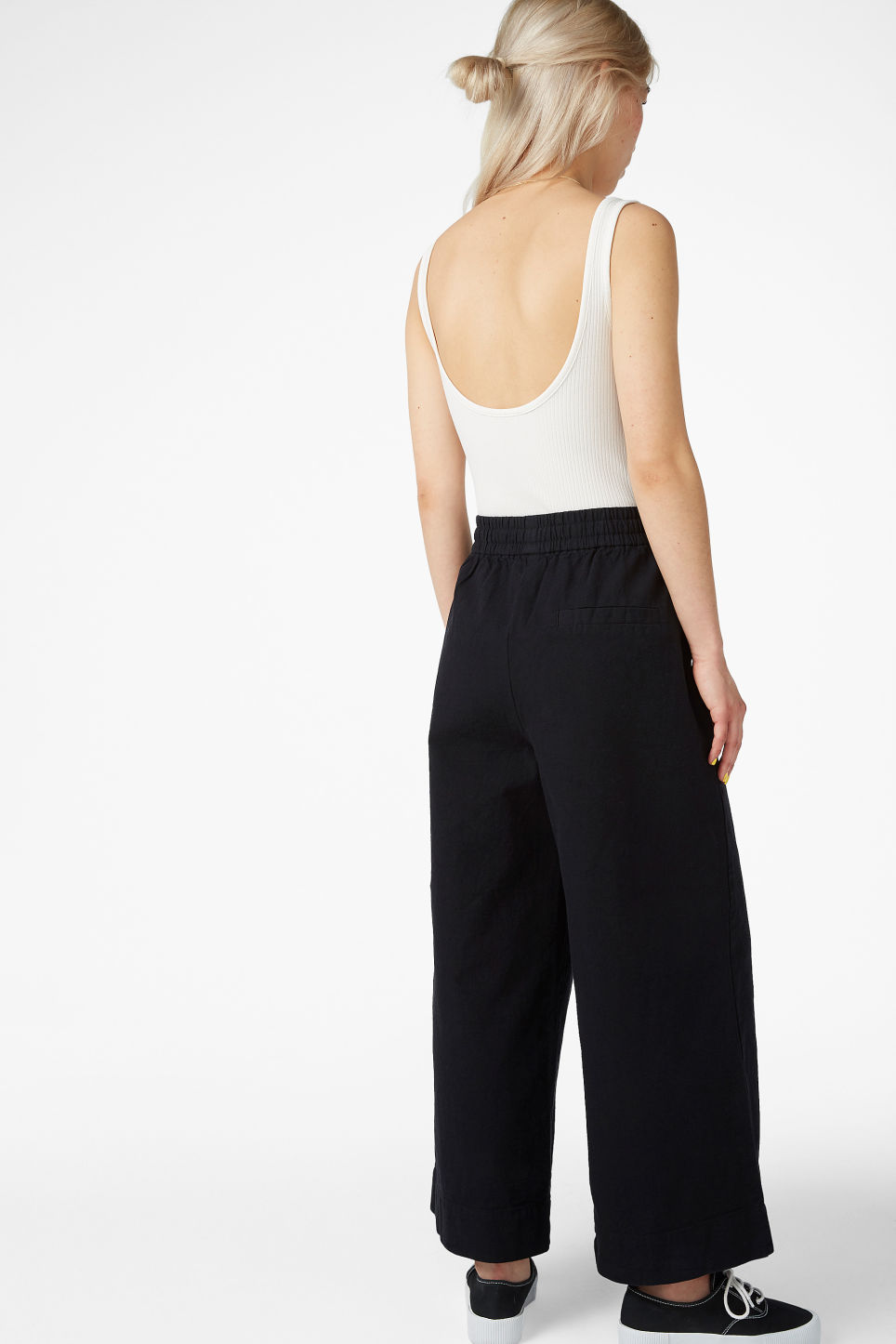 Model back image of Monki wide leg canvas trousers in black