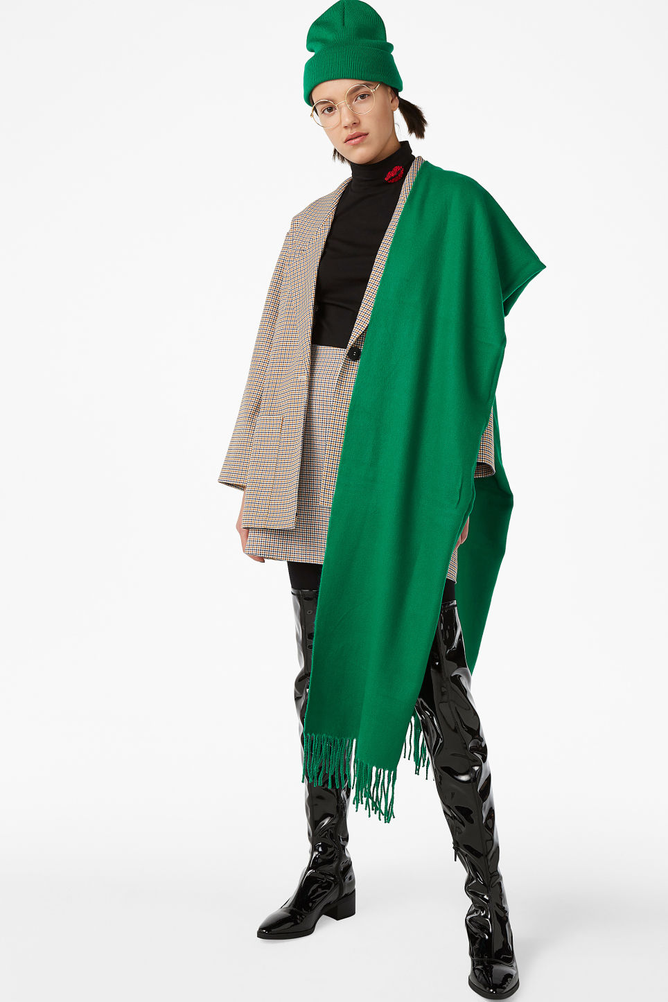 Model front image of Monki cosy scarf in green