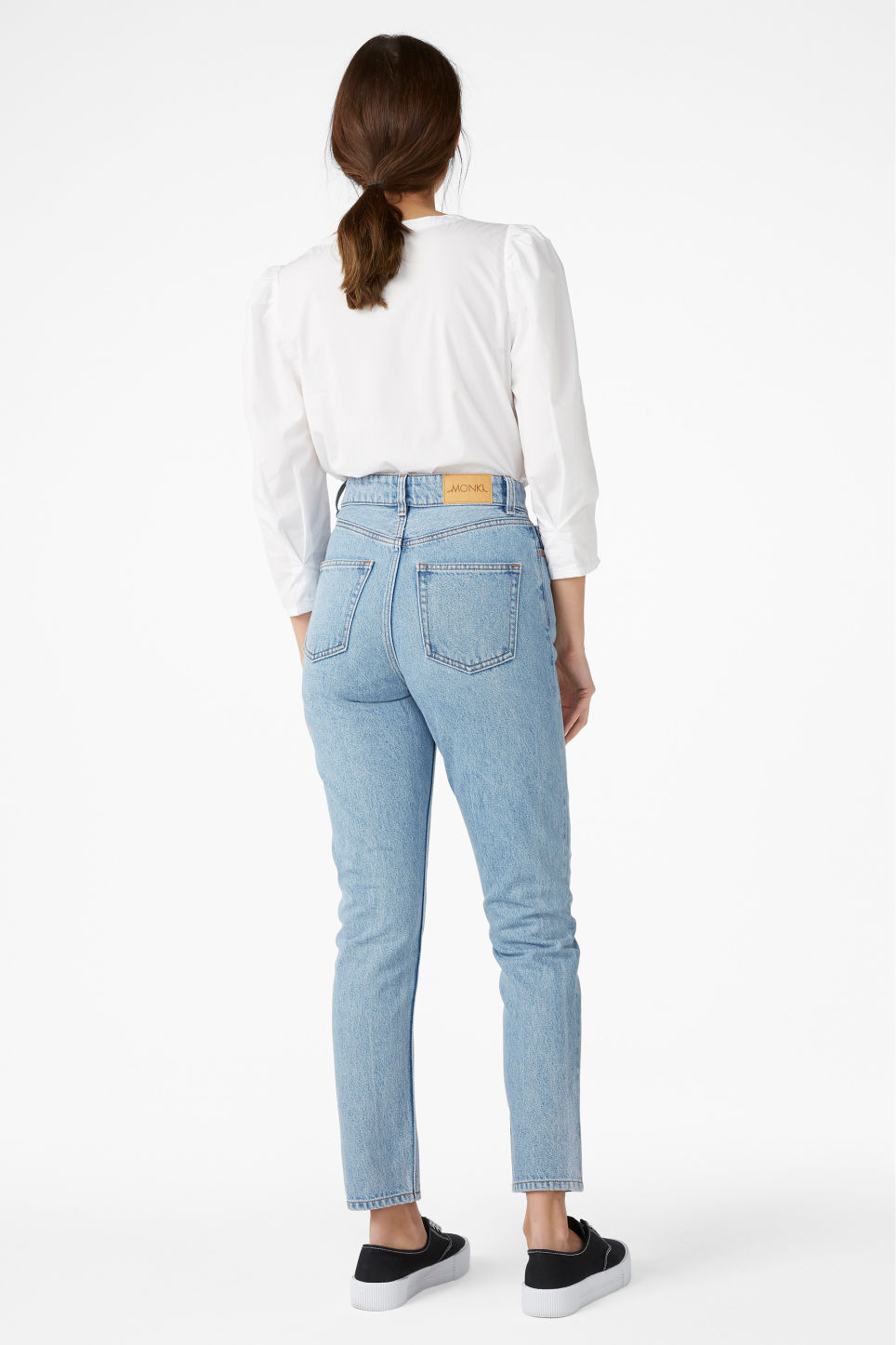 Model back image of Monki kimomo lap dog jeans in blue