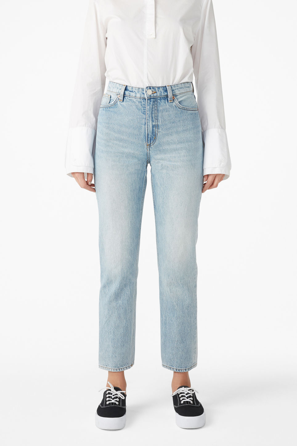Model front image of Monki moluna jeans in blue