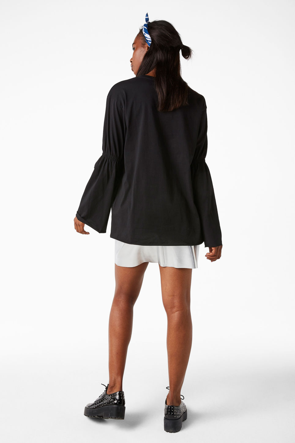 Model back image of Monki oversized fluted sleeve t-shirt in black