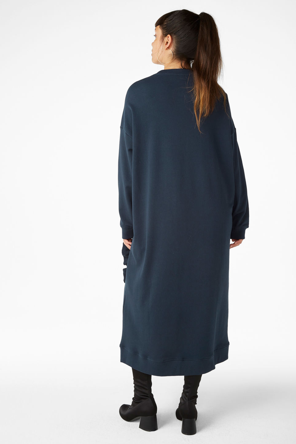 Model back image of Monki oversize ruffled sweatshirt dress in blue
