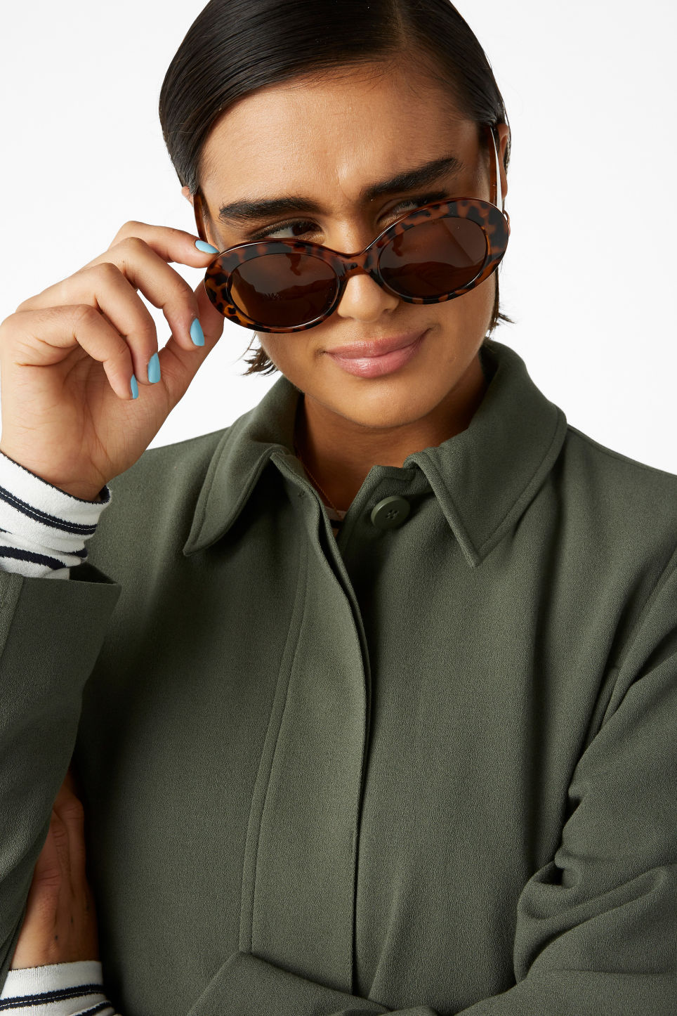 Model front image of Monki oval lense sunglasses in brown