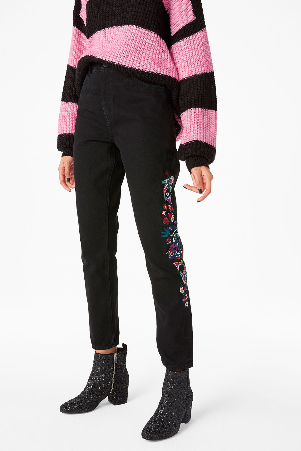Model front image of Monki kimomo dragon embroidered jeans in black