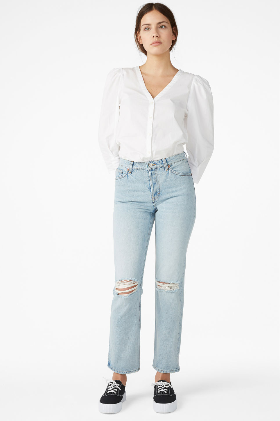 Model front image of Monki mokonoki distressed jeans in blue
