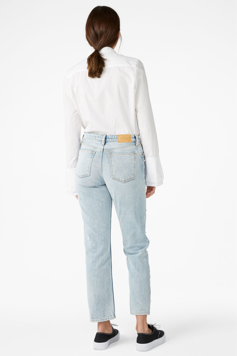 Model back image of Monki mokonoki pearl jeans in blue