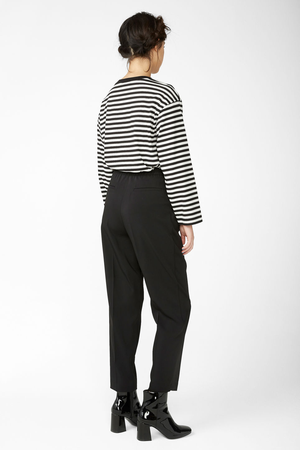 Model back image of Monki dressy tapered trousers in black