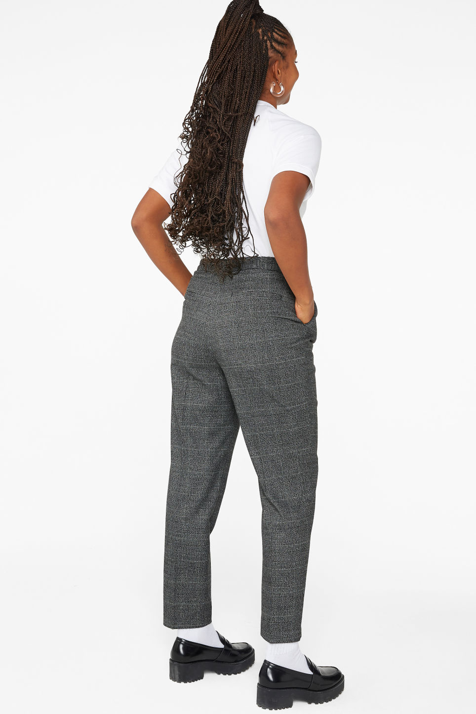 Model back image of Monki dressy tapered trousers in grey