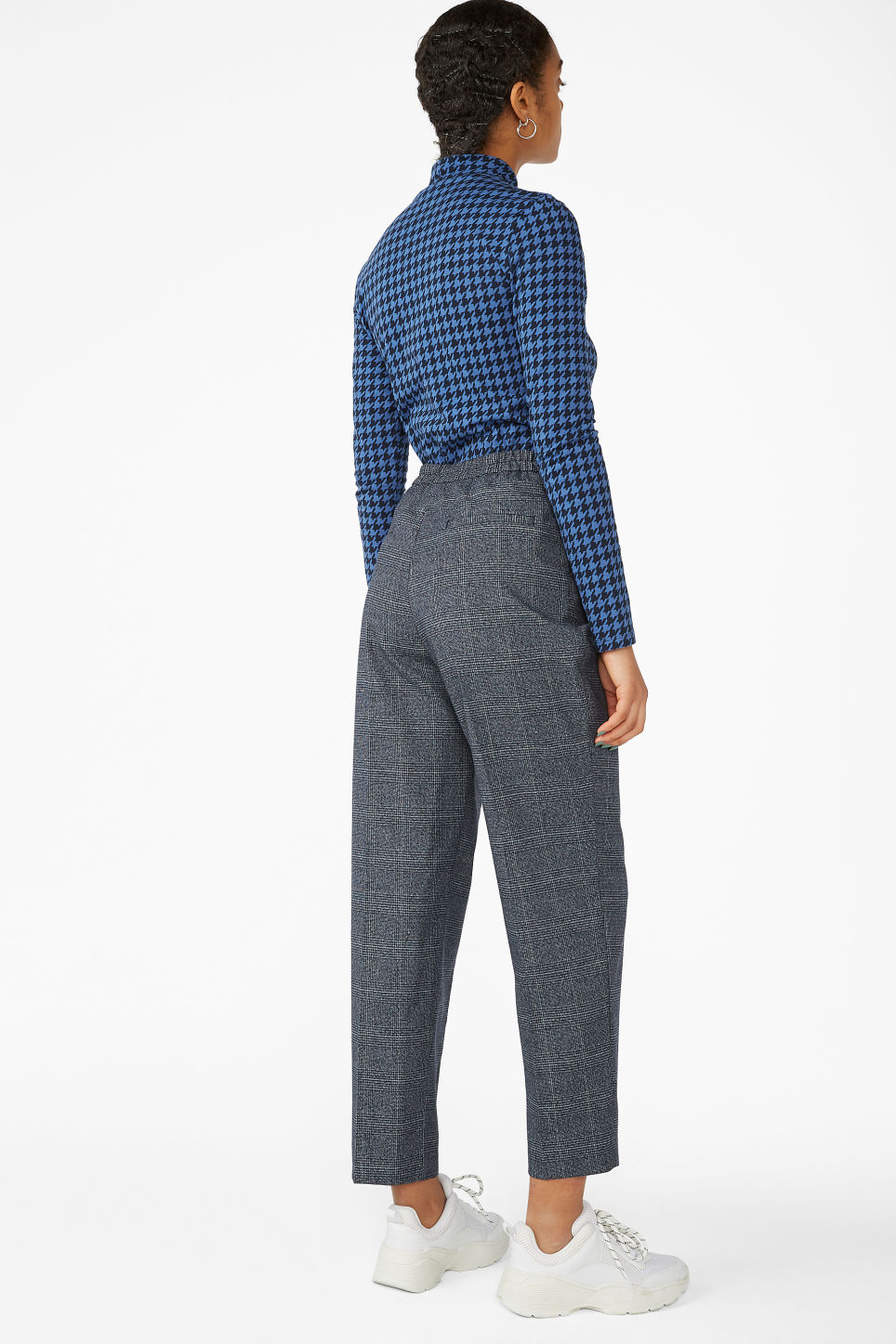 Model back image of Monki dressy tapered trousers in blue