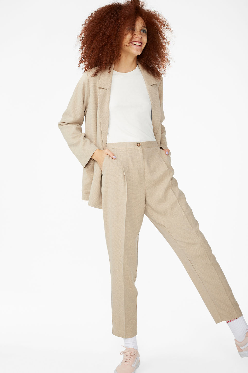 Model front image of Monki dressy tapered trousers in beige